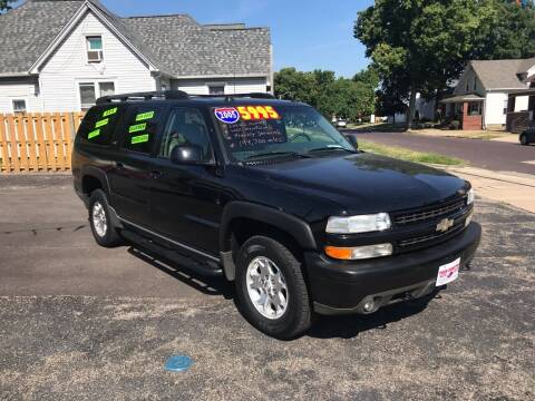 2005 Chevrolet Suburban for sale at PEKIN DOWNTOWN AUTO SALES in Pekin IL