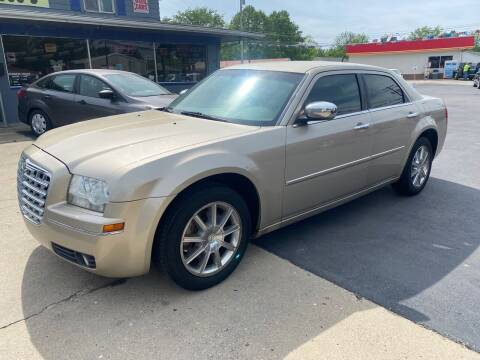 2008 Chrysler 300 for sale at Wise Investments Auto Sales in Sellersburg IN