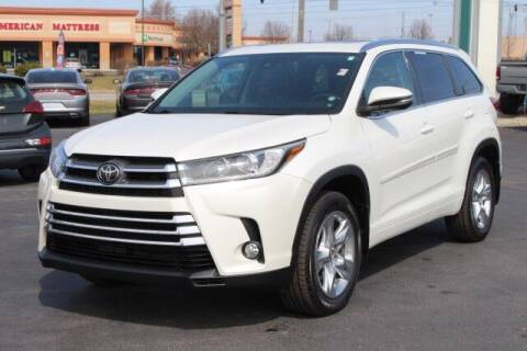 2018 Toyota Highlander for sale at Preferred Auto Fort Wayne in Fort Wayne IN