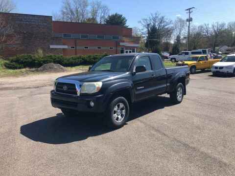 2005 Toyota Tacoma for sale at DILLON LAKE MOTORS LLC in Zanesville OH