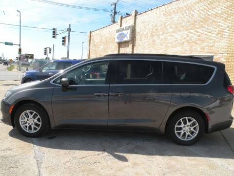 2020 Chrysler Voyager for sale at Kingdom Auto Centers in Litchfield IL