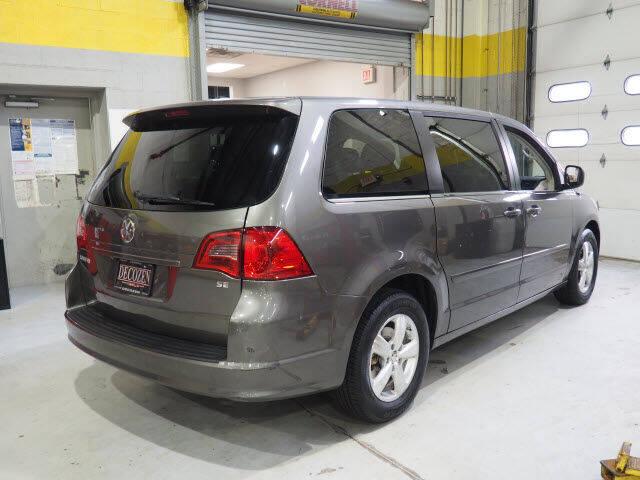 2010 Volkswagen Routan SE - Montclair NJ