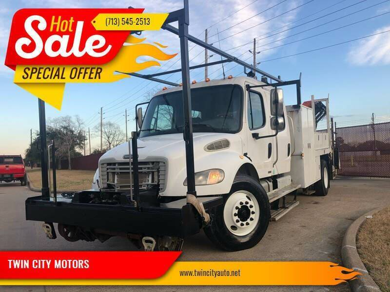 2005 Freightliner M2 106 for sale in Houston, TX