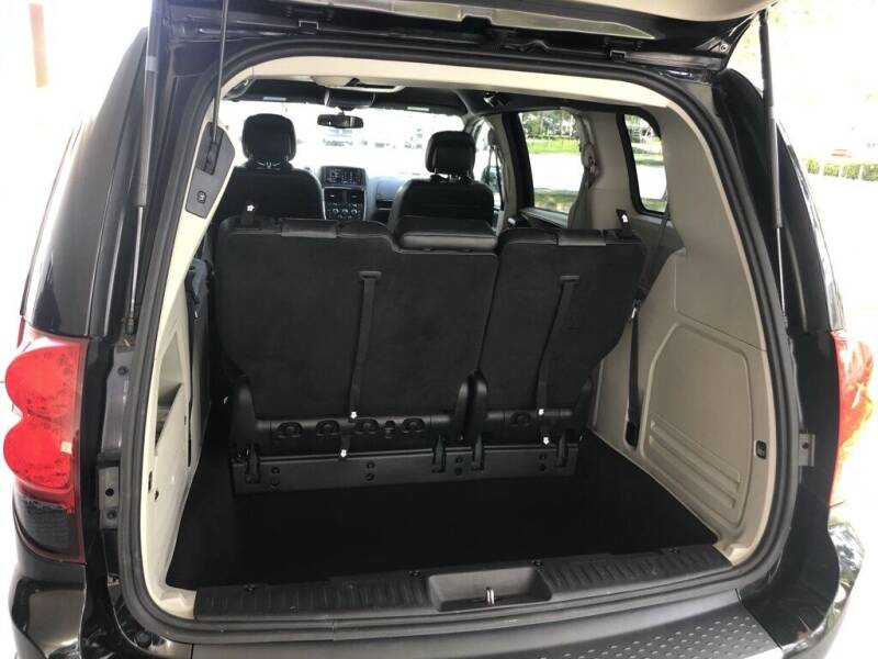 2017 Dodge Grand Caravan SXT 4dr Mini-Van - Davie FL