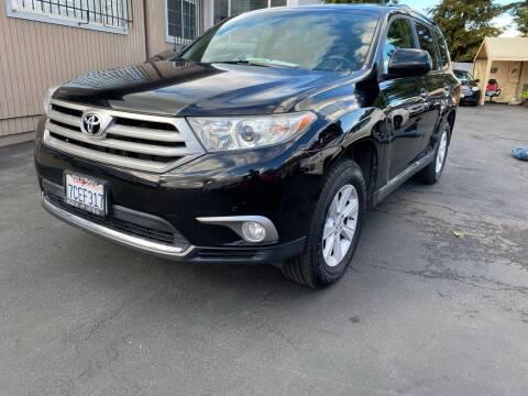 2013 Toyota Highlander for sale at Ronnie Motors LLC in San Jose CA