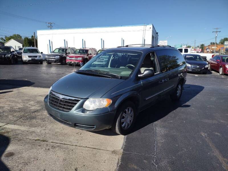 2006 Chrysler Town and Country for sale at Flag Motors in Columbus OH