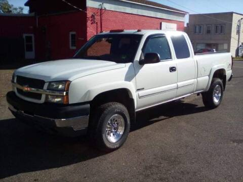 2004 Chevrolet Silverado 2500HD for sale at WB Auto Sales LLC in Barnum MN
