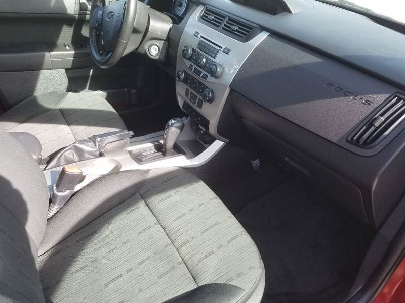 2010 Ford Focus SE 4dr Sedan - Lolo MT