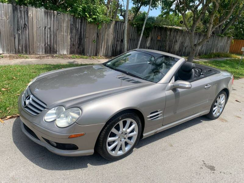 2004 Mercedes-Benz SL-Class for sale at FINANCIAL CLAIMS & SERVICING INC in Hollywood FL