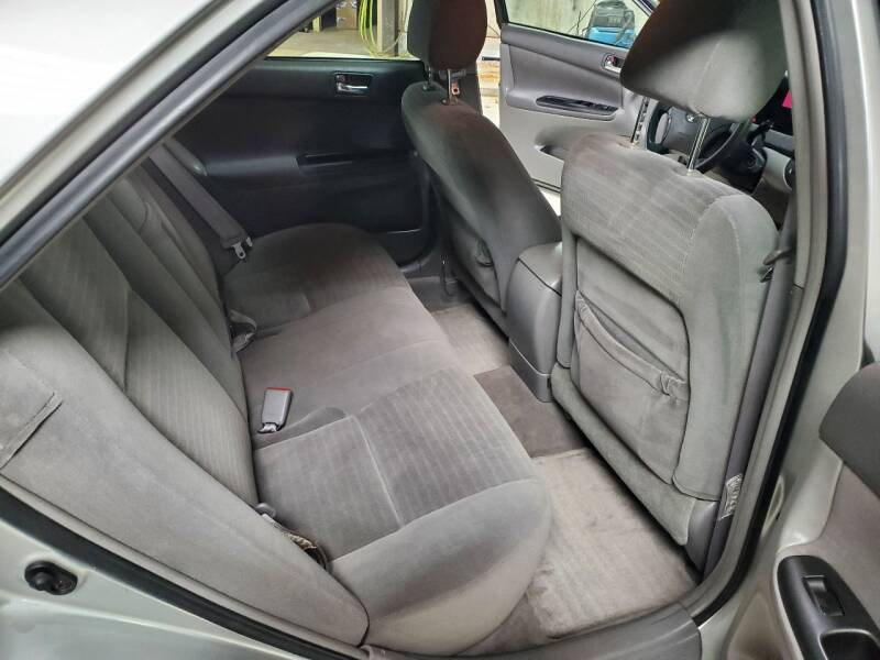 2005 Toyota Camry LE 4dr Sedan - Plymouth WI