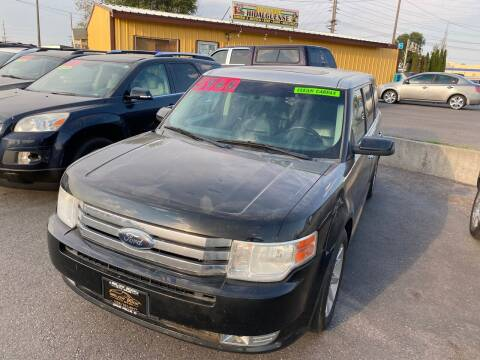 2009 Ford Flex for sale at BELOW BOOK AUTO SALES in Idaho Falls ID