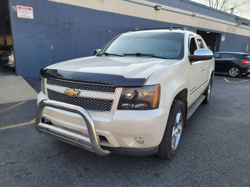 2013 Chevrolet Avalanche for sale at AW Auto & Truck Wholesalers  Inc. in Hasbrouck Heights NJ