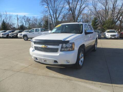2011 Chevrolet Avalanche for sale at Aztec Motors in Des Moines IA