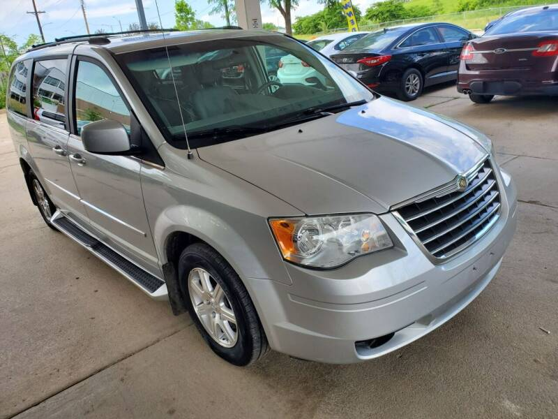 2009 Chrysler Town and Country for sale at Divine Auto Sales LLC in Omaha NE