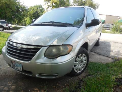 2006 Chrysler Town and Country for sale at SCOTT HARRISON MOTOR CO in Houston TX