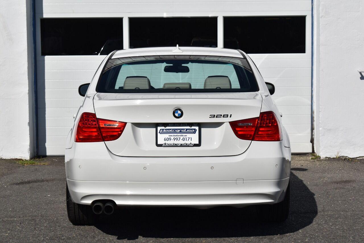 2011 BMW 3 Series 328i xDrive AWD 4dr Sedan full