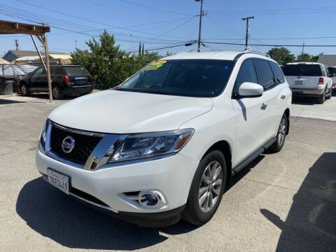 2015 Nissan Pathfinder for sale at New Start Motors in Bakersfield CA
