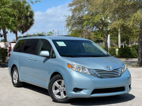 2015 Toyota Sienna for sale at Citywide Auto Group LLC in Pompano Beach FL