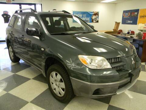 2005 Mitsubishi Outlander for sale at Lindenwood Auto Center in St. Louis MO
