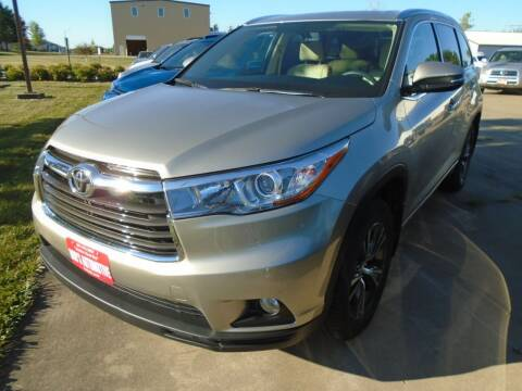 2016 Toyota Highlander for sale at BOBS AUTOMOTIVE INC in Fairfield IA