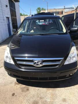 2007 Hyundai Entourage for sale at Square Business Automotive in Milwaukee WI