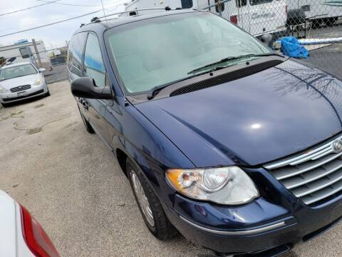 2005 Chrysler Town and Country for sale at Wisdom Auto Group in Calumet Park IL