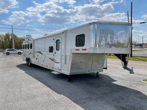 2013 Bison - With Bunks 3 Horse Trailer for sale at CHATTANOOGA CAMPER SALES in Chattanooga TN