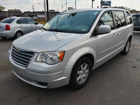 2010 Chrysler Town and Country for sale at TOP YIN MOTORS in Mount Prospect IL