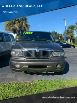 2001 Lincoln Navigator for sale at WHEELZ AND DEALZ, LLC in Fort Pierce FL