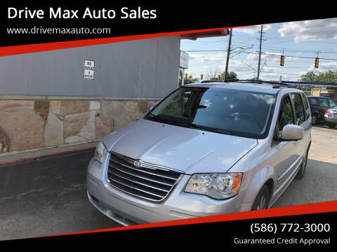 2009 Chrysler Town and Country for sale at Drive Max Auto Sales in Warren MI