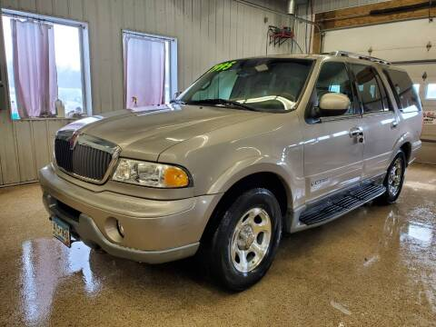 2000 Lincoln Navigator for sale at Sand's Auto Sales in Cambridge MN