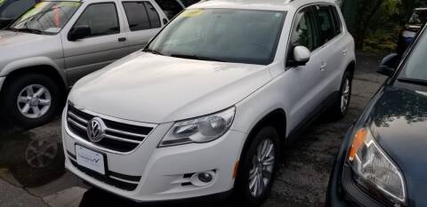 2009 Volkswagen Tiguan for sale at Howe's Auto Sales in Lowell MA