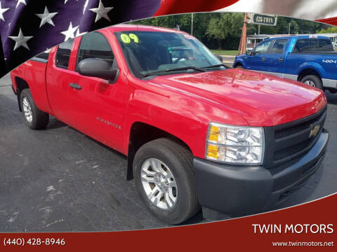 2009 Chevrolet Silverado 1500 for sale at TWIN MOTORS in Madison OH