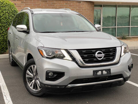 2019 Nissan Pathfinder for sale at AKOI Motors in Tempe AZ