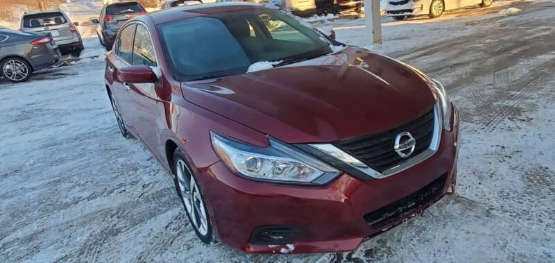 2017 Nissan Altima for sale at Divine Auto Sales LLC in Omaha NE