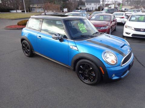 2010 MINI Cooper for sale at BETTER BUYS AUTO INC in East Windsor CT