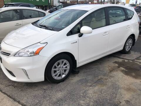 2013 Toyota Prius v for sale at TOP YIN MOTORS in Mount Prospect IL