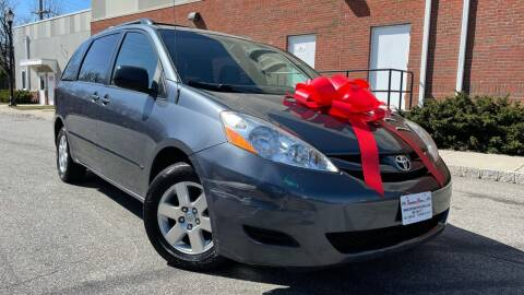 2010 Toyota Sienna for sale at Speedway Motors in Paterson NJ
