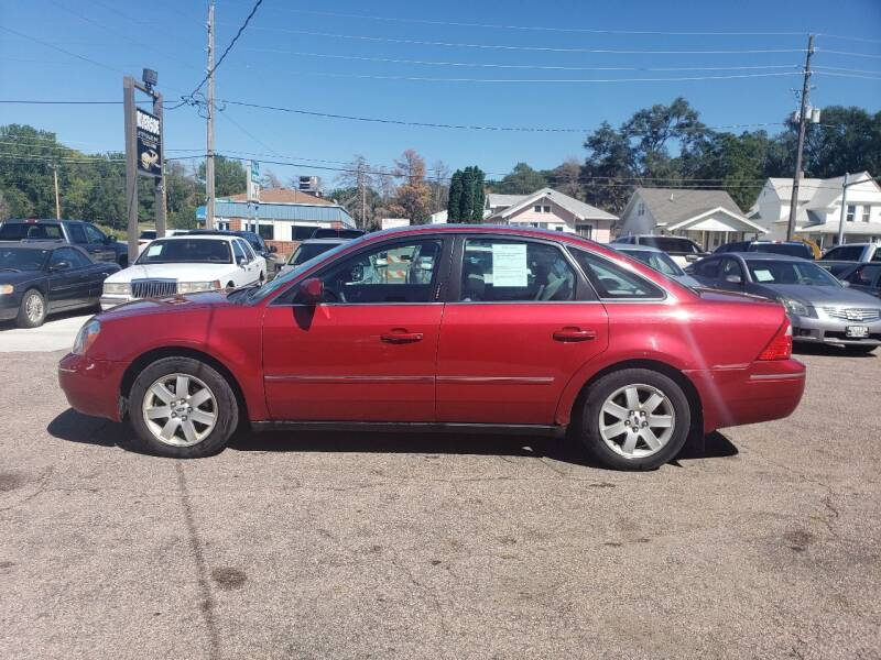 2005 Ford Five Hundred for sale at RIVERSIDE AUTO SALES in Sioux City IA