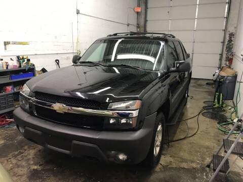 2004 Chevrolet Avalanche for sale at Cargo Vans of Chicago LLC in Mokena IL
