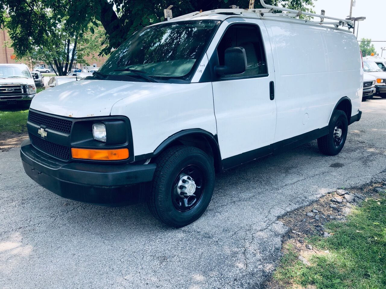 White 2008 CHEVROLET EXPRESS CARGO for sale in Bridgeview, IL Photo 2