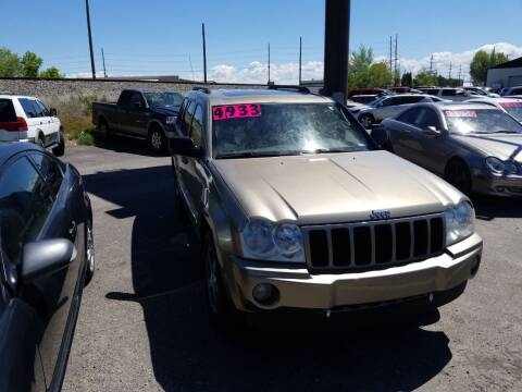 2006 Jeep Grand Cherokee for sale at BELOW BOOK AUTO SALES in Idaho Falls ID