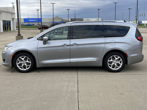 2020 Chrysler Pacifica for sale at LANDMARK OF TAYLORVILLE in Taylorville IL