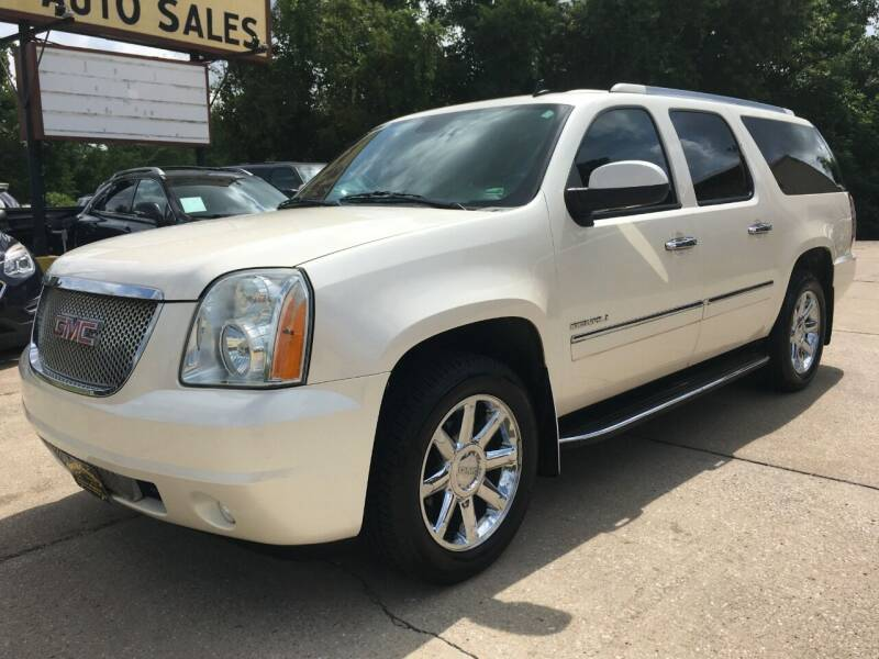 2013 GMC Yukon XL for sale at Town and Country Auto Sales in Jefferson City MO