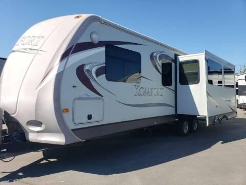 2012 Dutchmen Komfort km2720 for sale at Ultimate RV in White Settlement TX