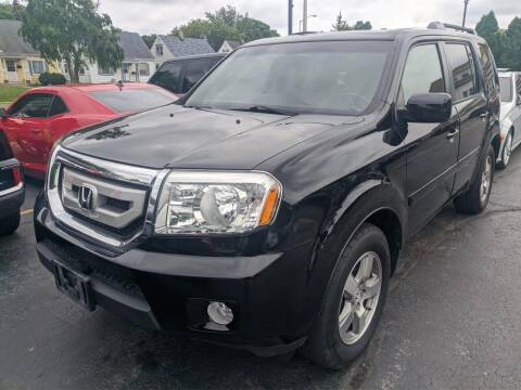2011 Honda Pilot for sale at CLASSIC MOTOR CARS in West Allis WI