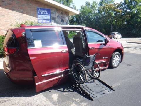 2017 Chrysler Pacifica for sale at Mobility Motors LLC - A Wheelchair Van in Battle Creek MI