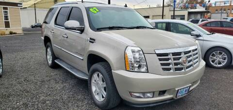 2007 Cadillac Escalade for sale at Deanas Auto Biz in Pendleton OR