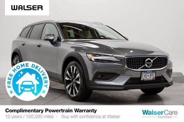 2020 Volvo V60 Cross Country for sale in Burnsville, MN