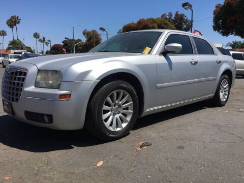 2005 Chrysler 300 for sale at Auto Max of Ventura in Ventura CA